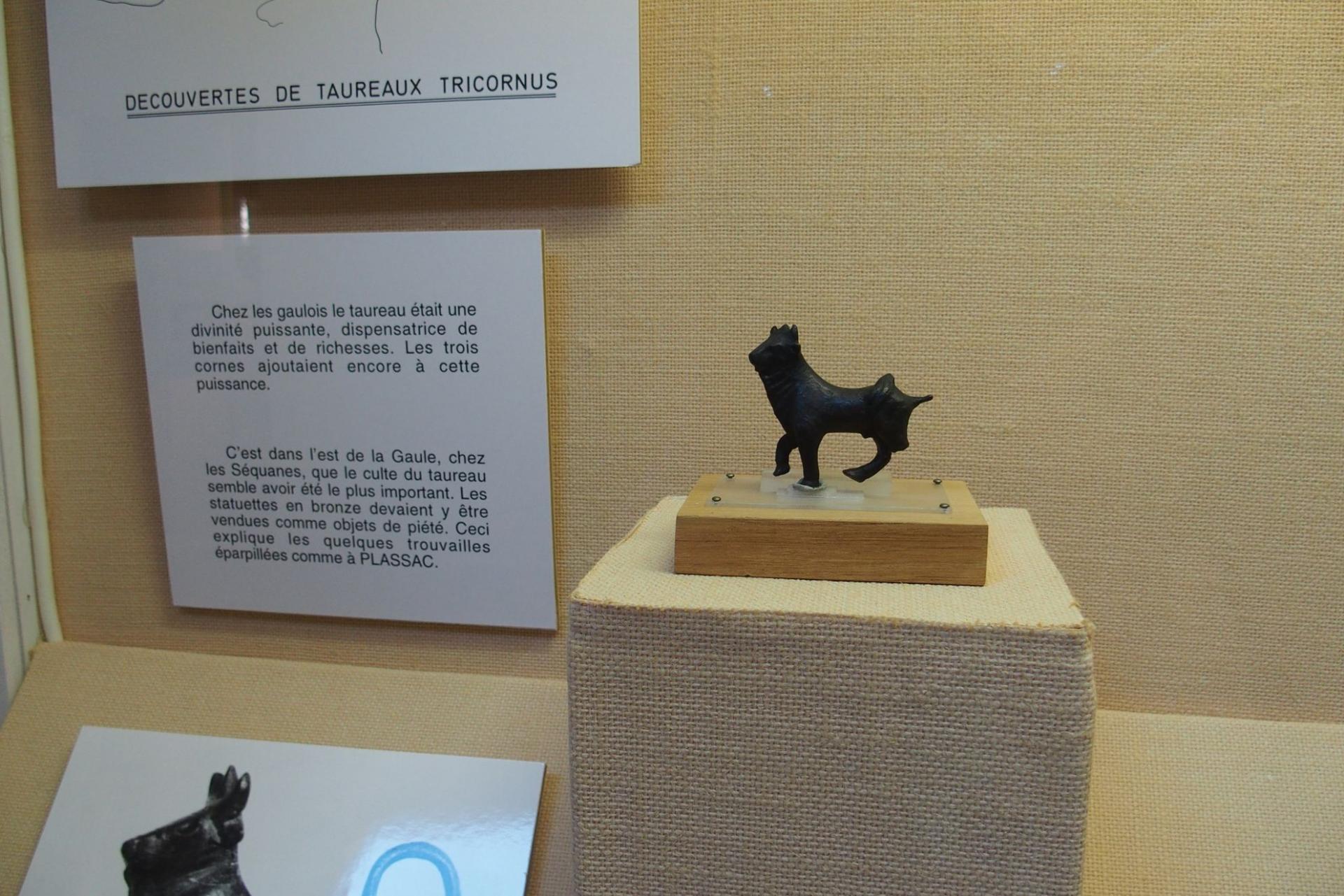 petit taureau en bronze
