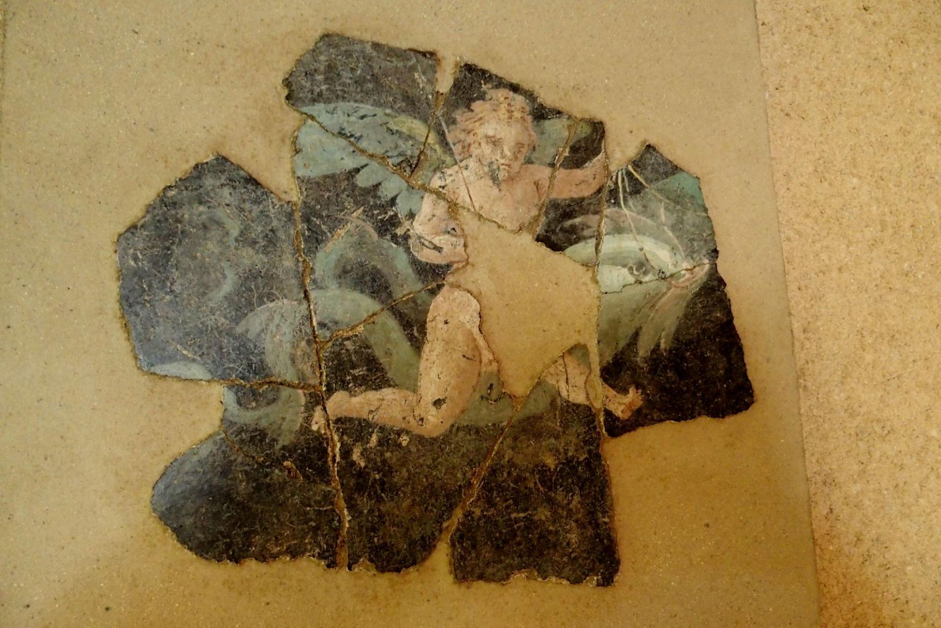 reconstitution de fresque murale en stuc